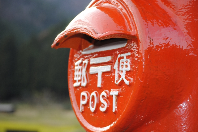 郵便局は土日の配達もしてくれる?ポストの集荷は毎日?